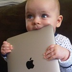 Usare male i tablet può portare a ritardi nello sviluppo del linguaggio